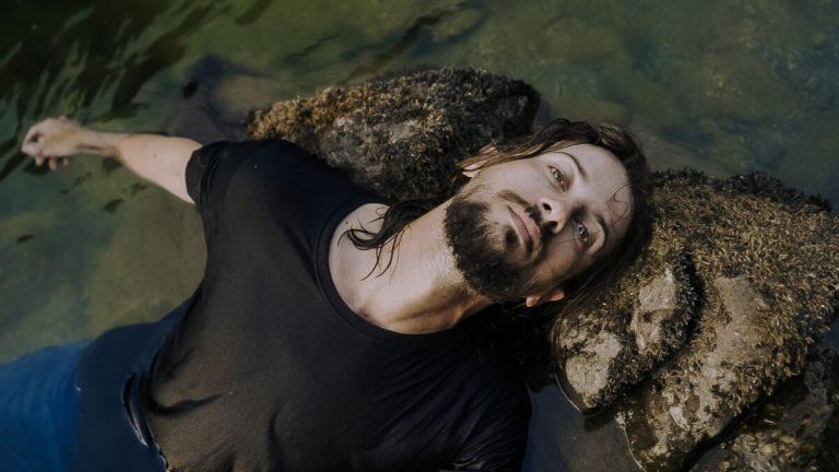 "J. R. August objavio spot za pesmu ""Dangerous Waters"""