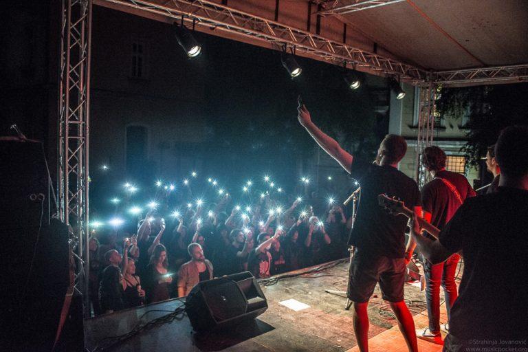 """Memorijalno-humanitarni koncert """"Jovanovo sunce"""" Niš (Banovina) 17.8.2021."""